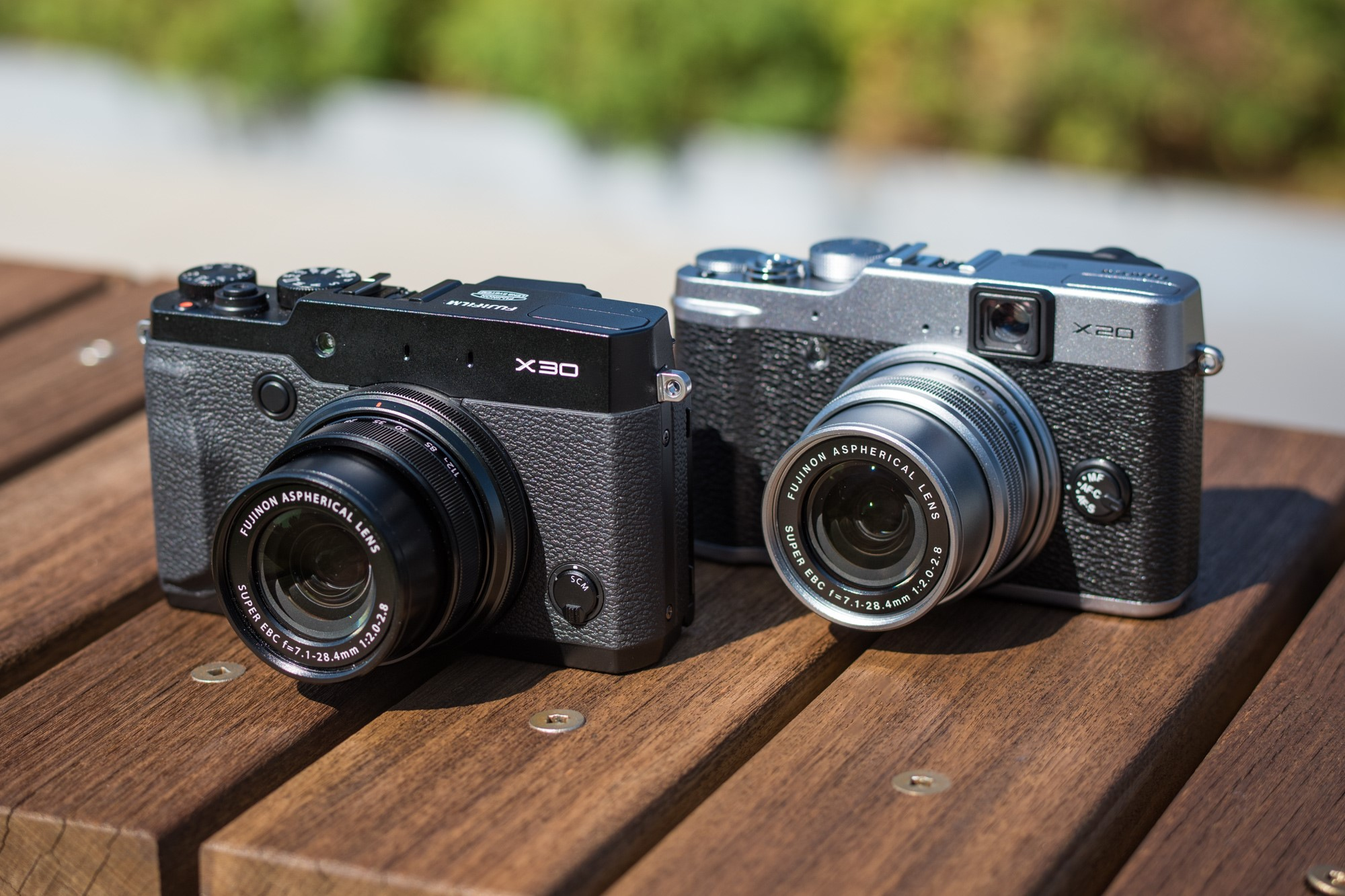 The X30 (left) positioned alongside its predecessor the X20. The two ...: www.dpreview.com/articles/9887369422/do-we-really-need-the-fujifilm...