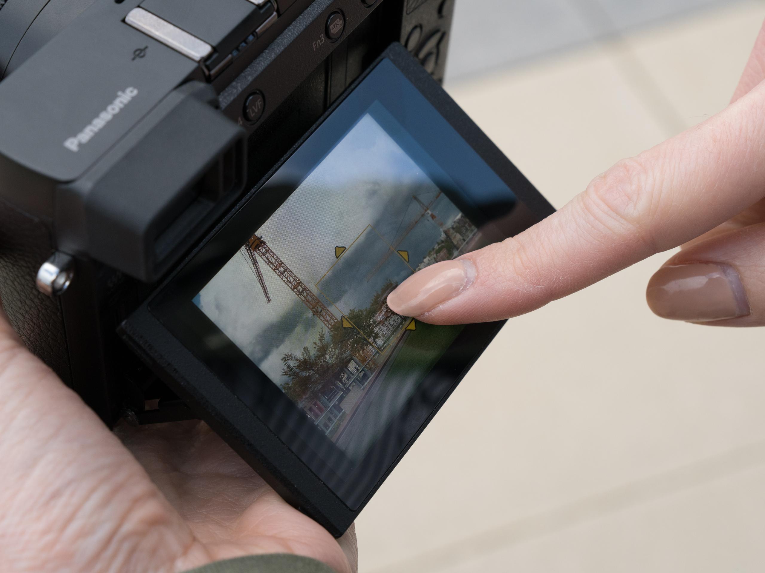 mirrorless_camera_features