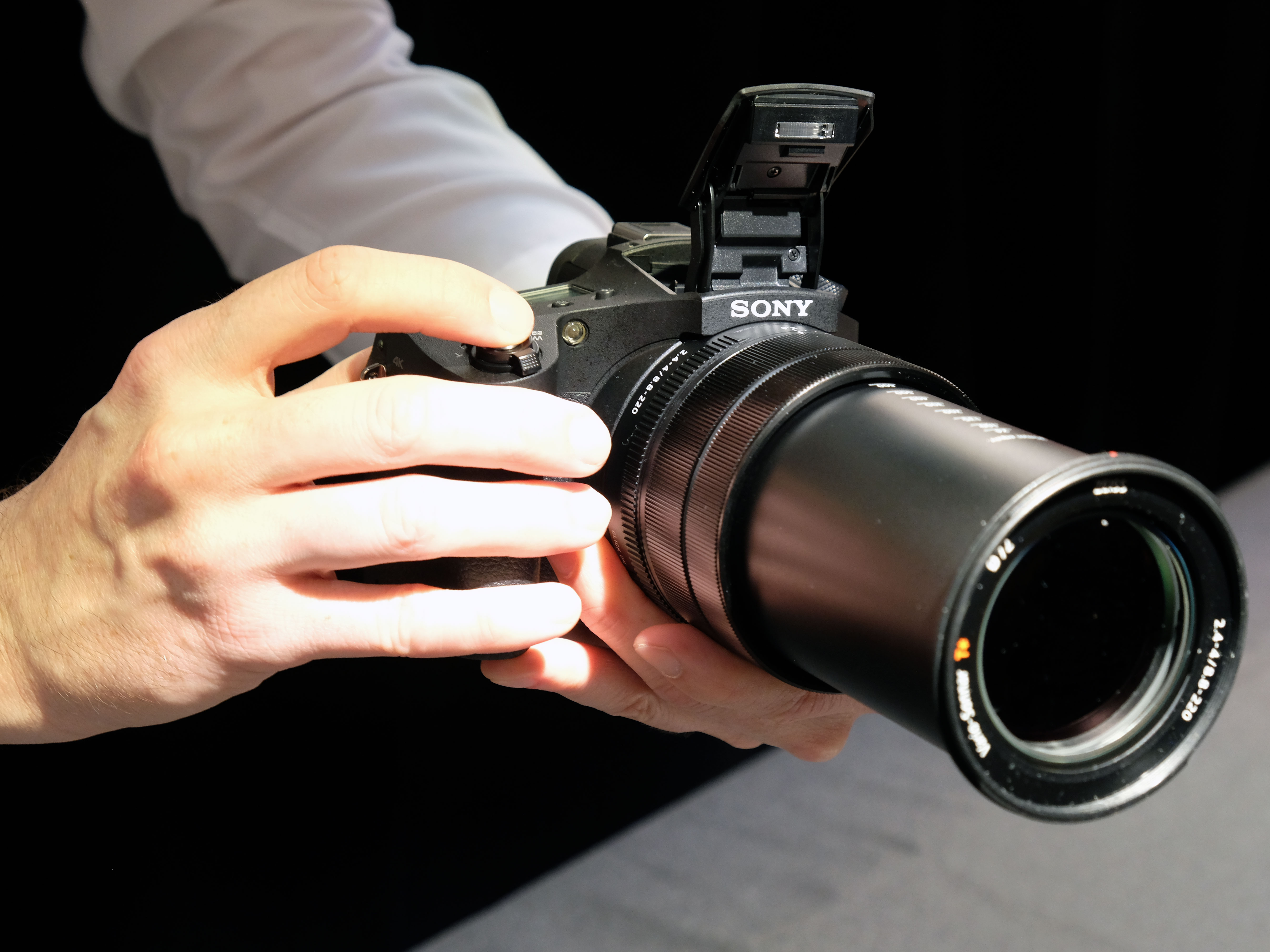 sony rx10 iv. it features the same 24-600mm equiv. lens as its predecessor and is first rx10 camera to include on-sensor phase detection, with 315 af points covering sony rx10 iv i