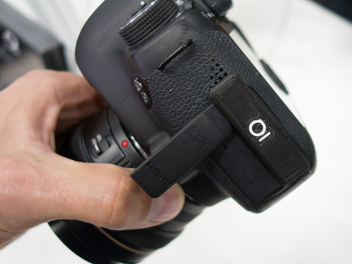 Foolography's Unleashed is a tiny Bluetooth DSLR controller