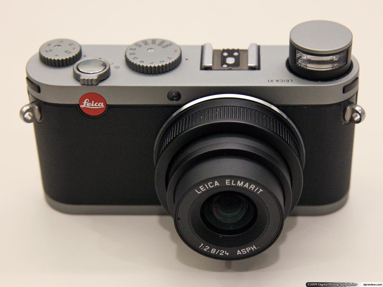 leica x1 and brief hands on digital photography review rh dpreview com Leica Type 113 107 Leica D-LUX 2