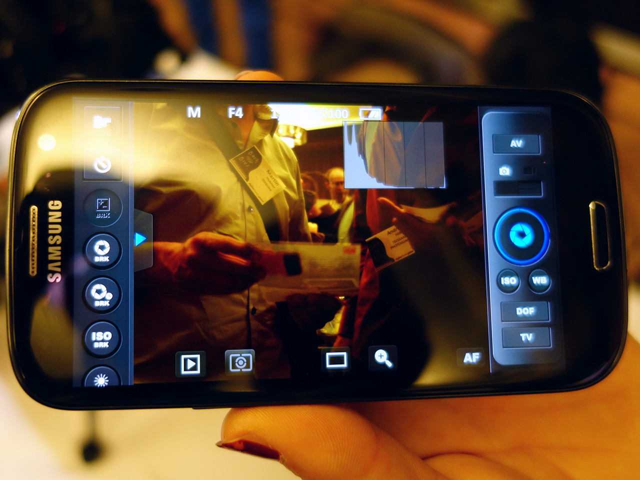 Weye Feye connects your DSLR and smartphone: Digital