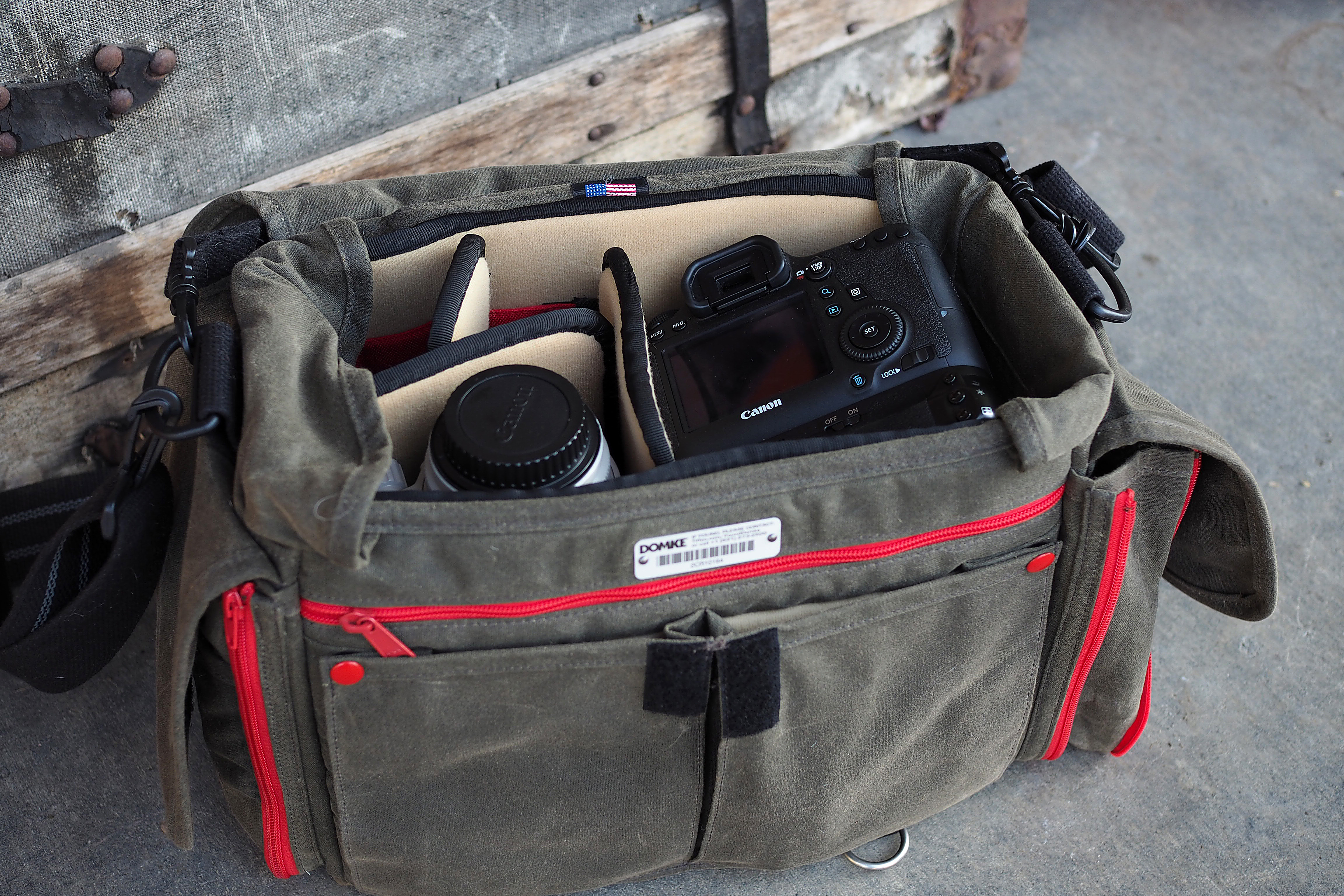 Like My Domke J 2 The Chronicle Has A Well Padded And Removable Baseplate Unlike Most Older Bags Four Walls Around