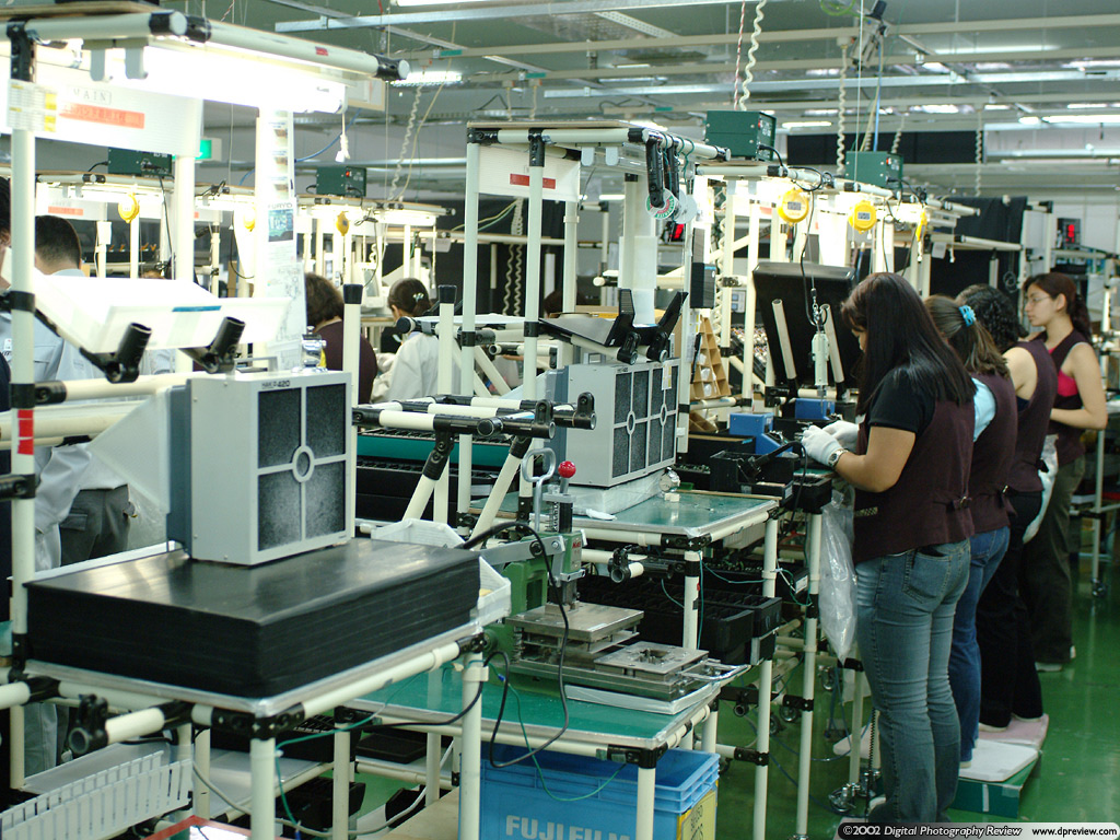 Fujifilm Japan Factory Tour Report Digital Photography Review Circuitboardmachinewithtechnician Commercial Editorial Circuit Board Preparation 2600 Zoom