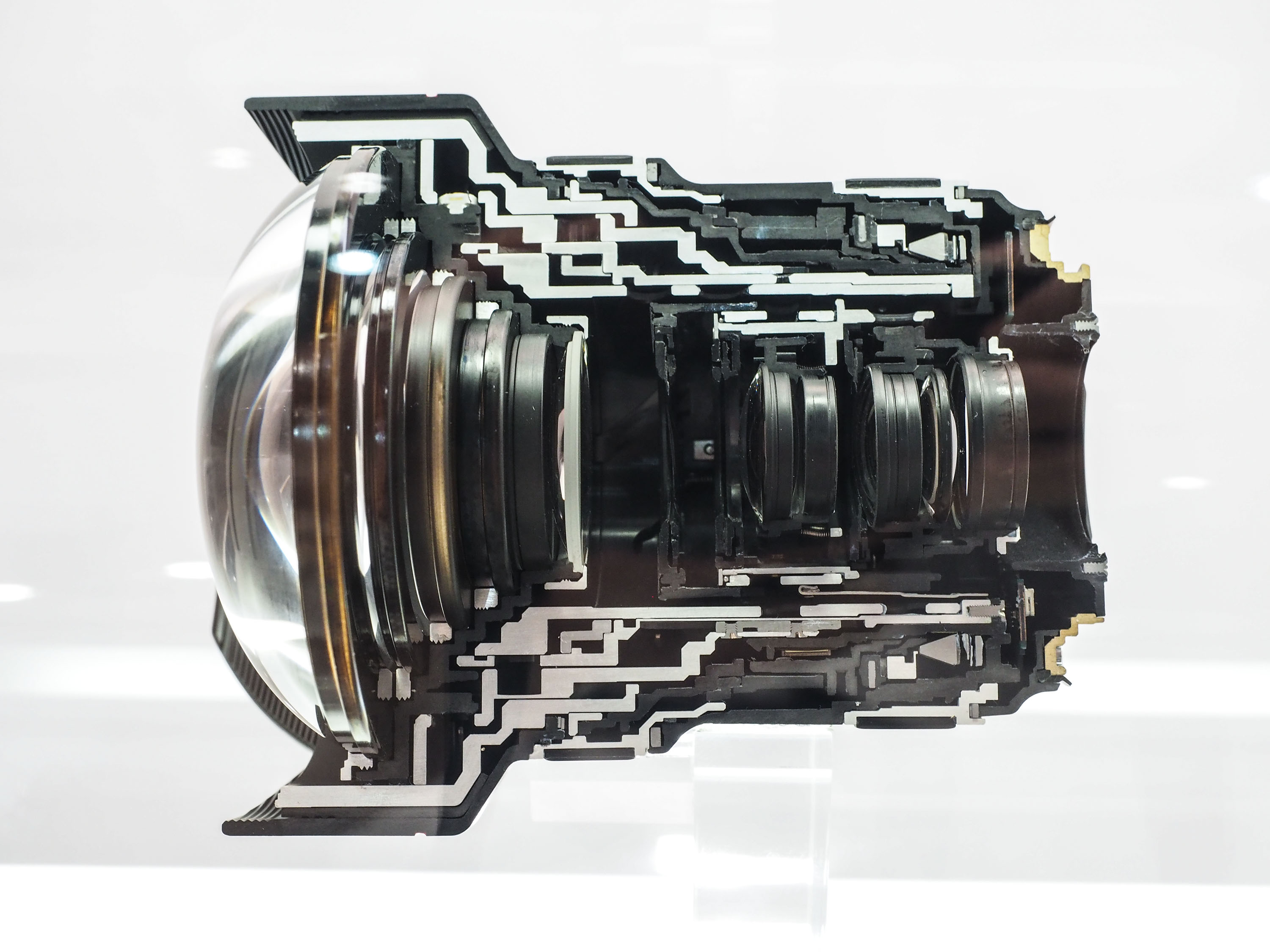 CP+ 2015: Canon shows 11-24mm in cross-section: Digital ...