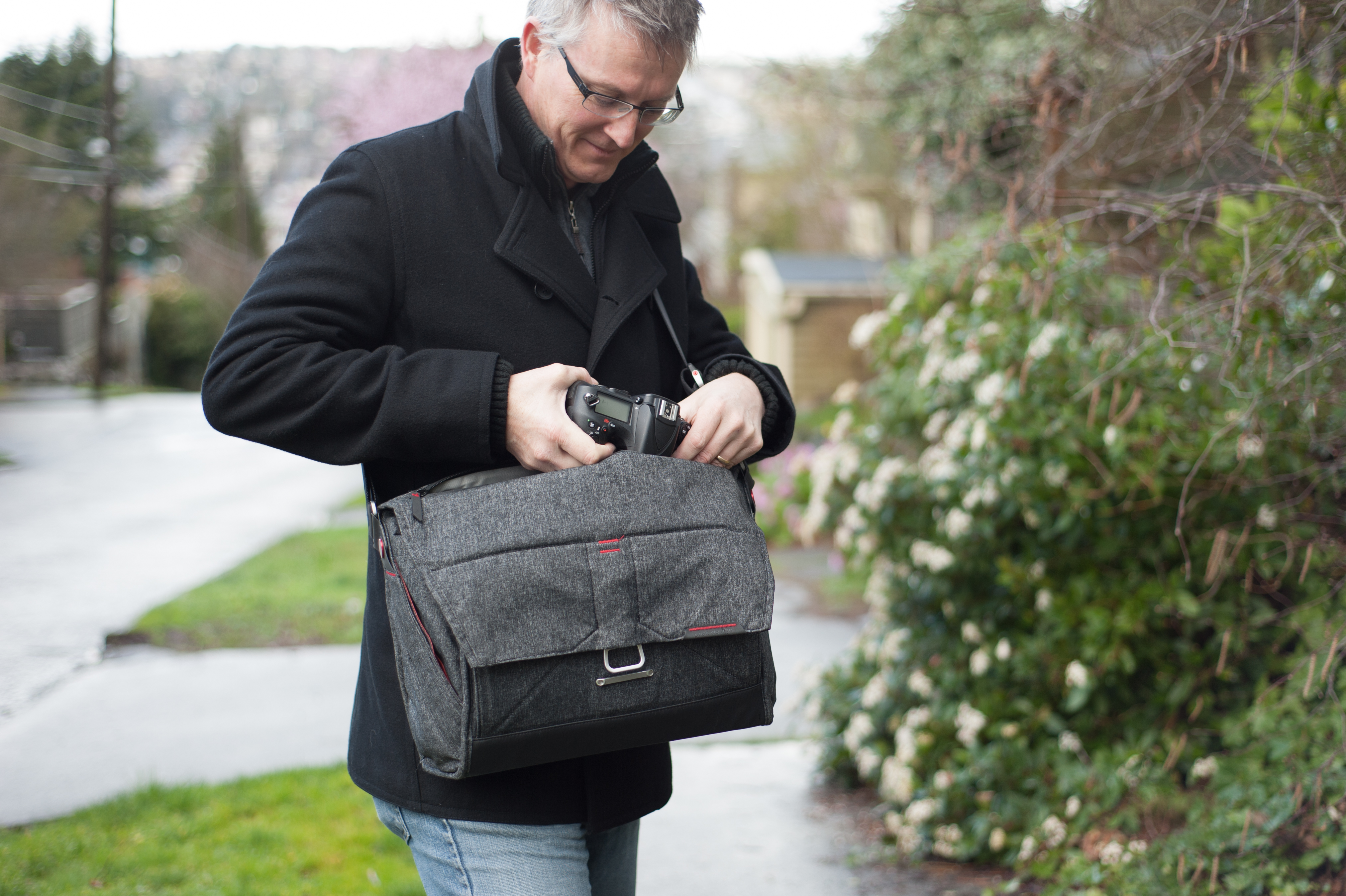 For Everyman And Everywoman Peak Design Everyday Messenger Bag Shell Large Review Digital Photography