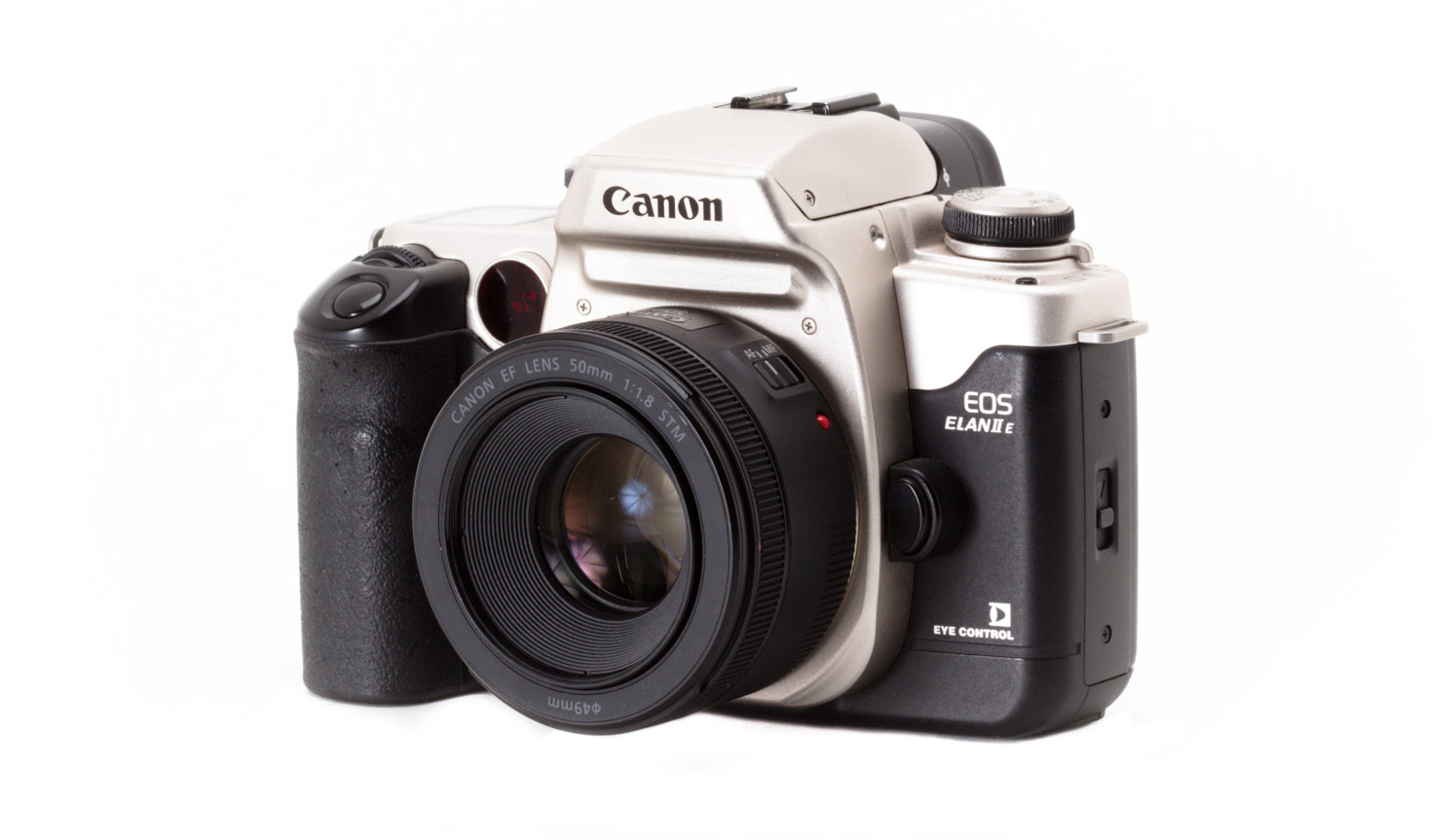 The Canon EOS Elan IIE, introduced in 1995, had a 3-point autofocus system  with eye-controlled focus.