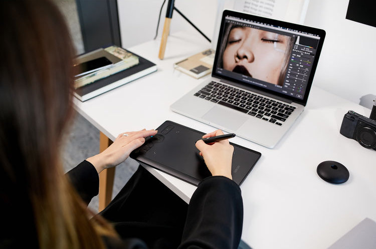 Wacom expands Intuos Pro tablet and pen line with new 'Small