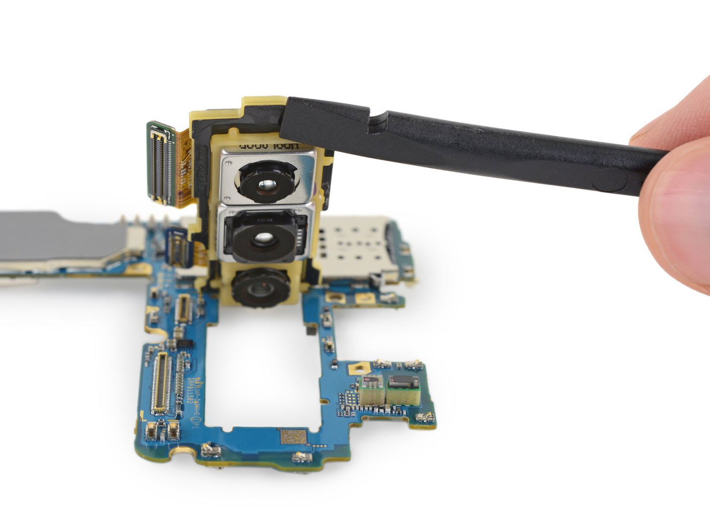 Repair site ifixit gives us a closer look at the Samsung