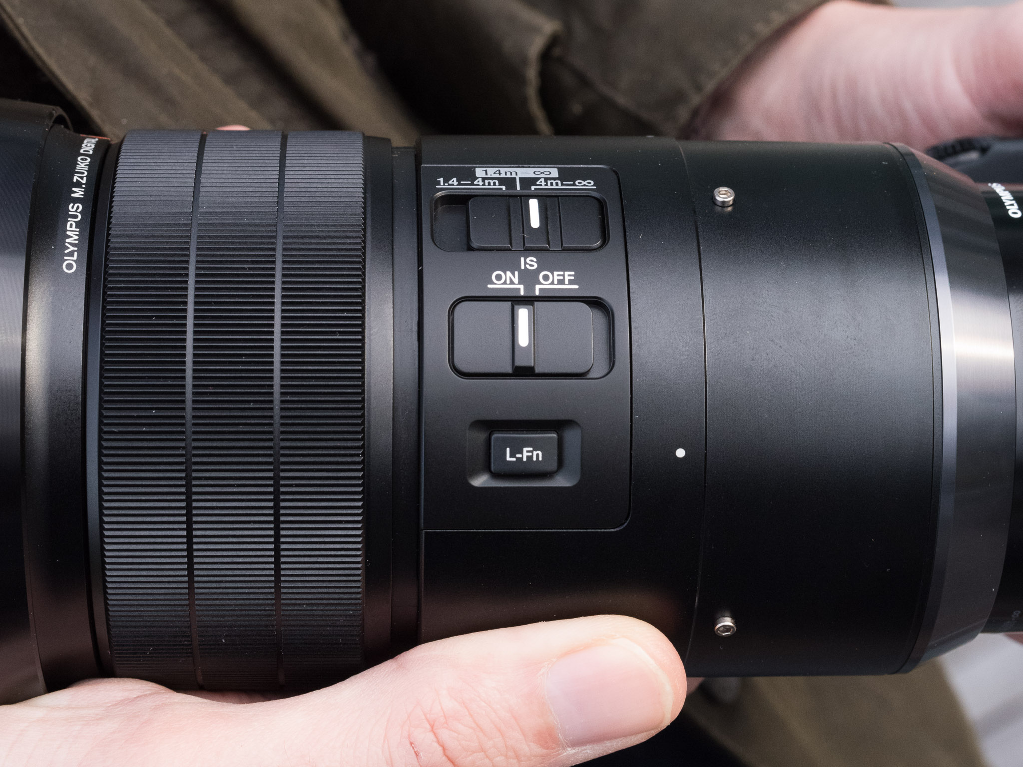 Olympus Mzuiko Digital Ed 300mm F4 Is Pro A Closer Look F 4 Lens The Closest Focus Distance On Pretty Impressive 14m 46 From Focal Plane 115m Front Of Giving Maximum Magnification