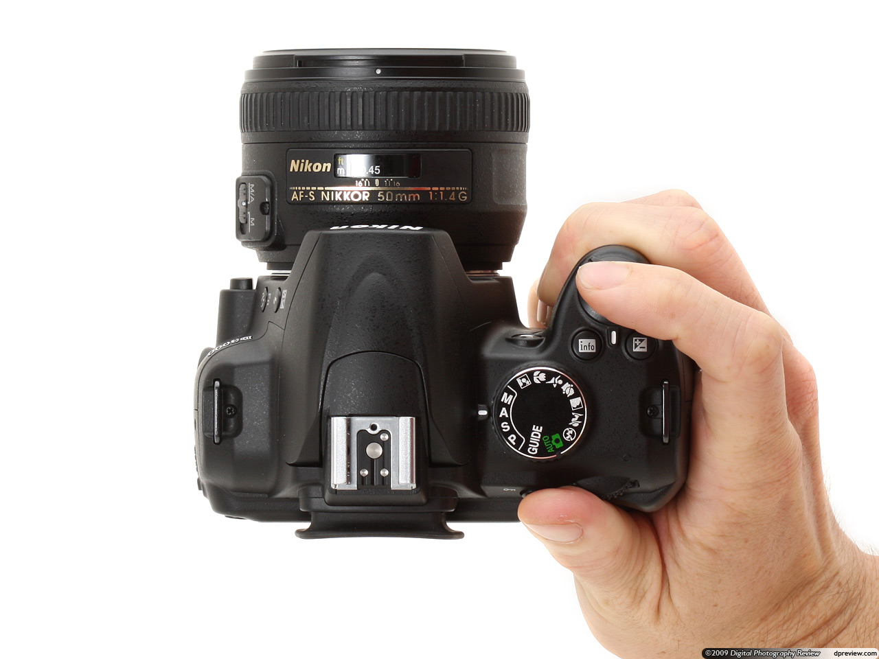 Nikon d3000 brief hands on digital photography review in the hand baditri Images