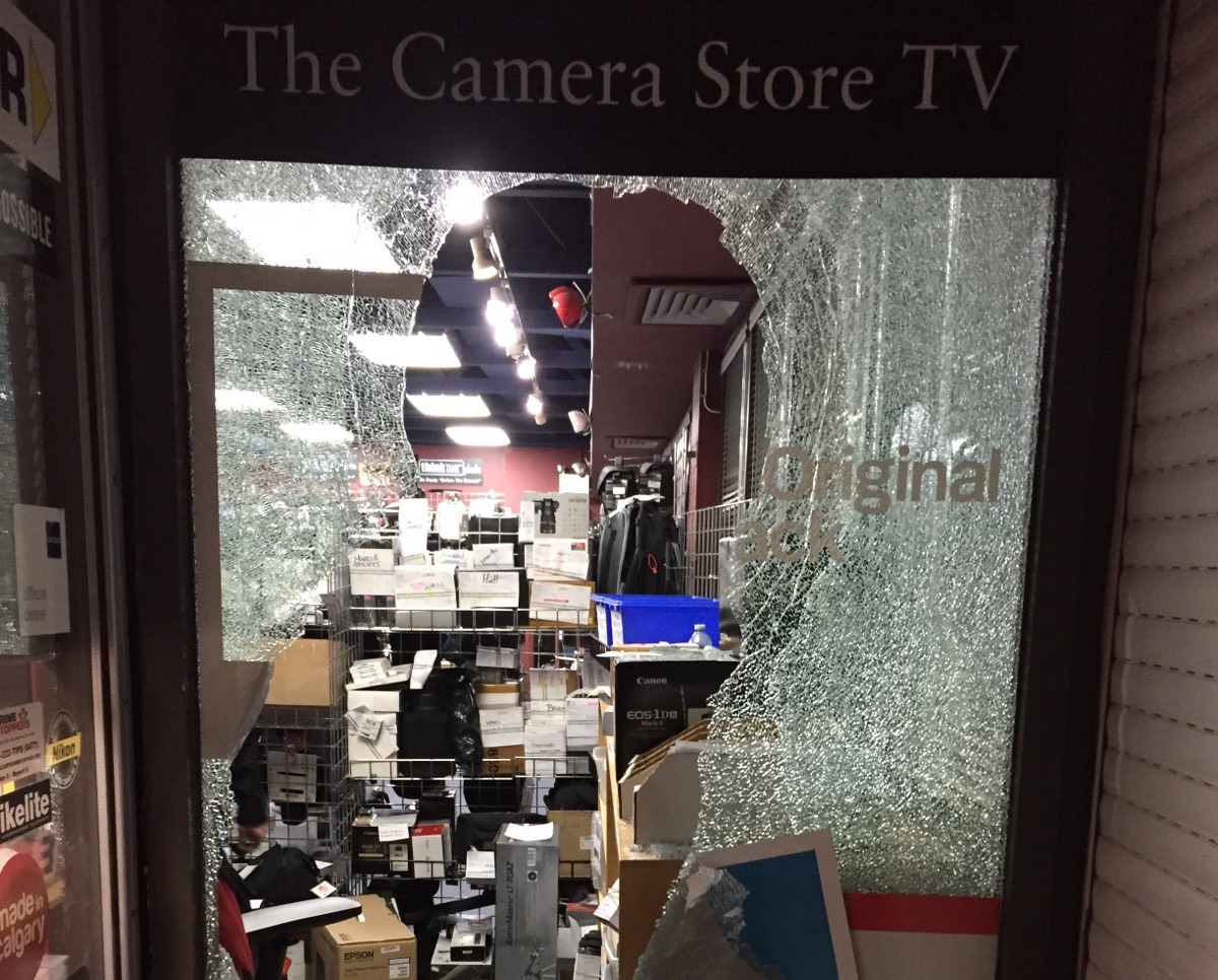 Canada's 'The Camera Store' robbed of $27,200 in high-end camera ...