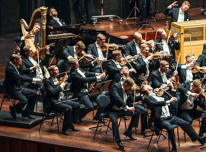 Photographer creates picture of 100-man orchestra… with
